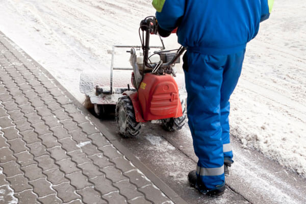 commercial ice clearing Brampton Ontario